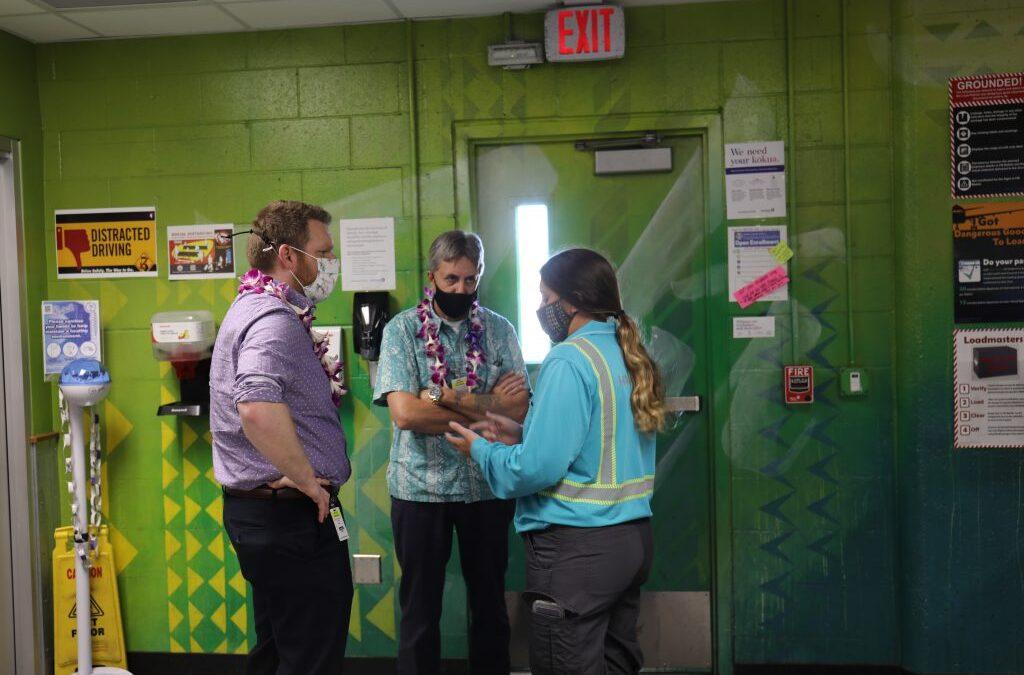 IAM Transportation Leaders Meet with Members at Honolulu Airport